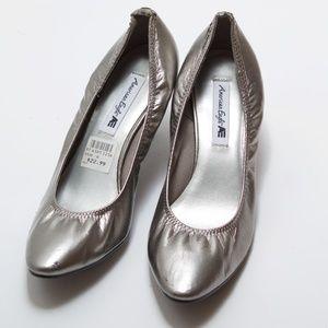 American Eagle Silver Scrunch Heels - Size 6 *READ